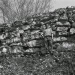 Le mur du chemin des Anes en 1974 (Archives ArchéoJuraSites)